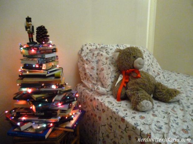 C mo hacer un rbol de navidad con libros nerd universitaria - Arbol de navidad con libros ...