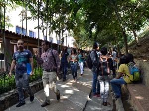estudiantes-universidad-arturo-michelena-uam