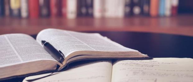 libros-notas-apuntes-universidad-estudiar