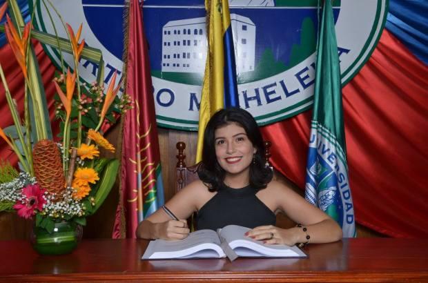 firma-libro-uam-graduación