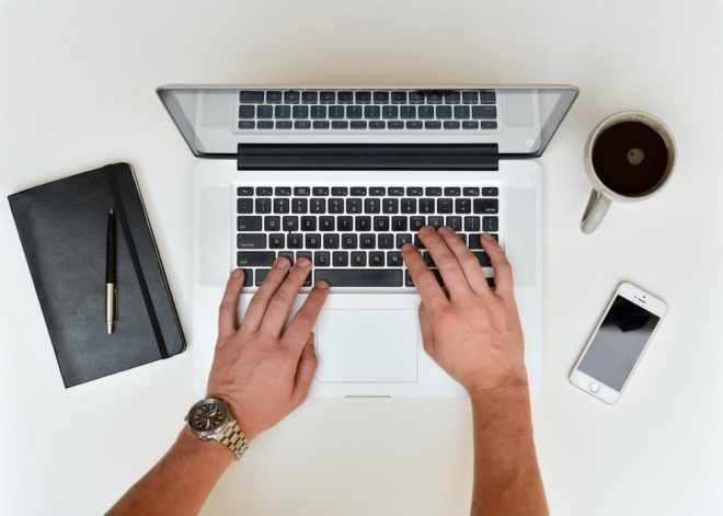 oficina-café-agenda-laptop
