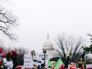 washington-protestas-mujeres-pancartas