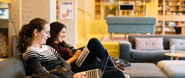 estudiantes-universidad-mujeres-estudios